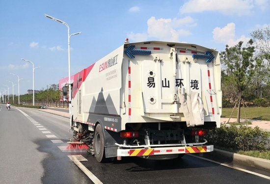 易山重工ESN5180TXS清扫车洗扫车扫路车清洗车(可租赁)