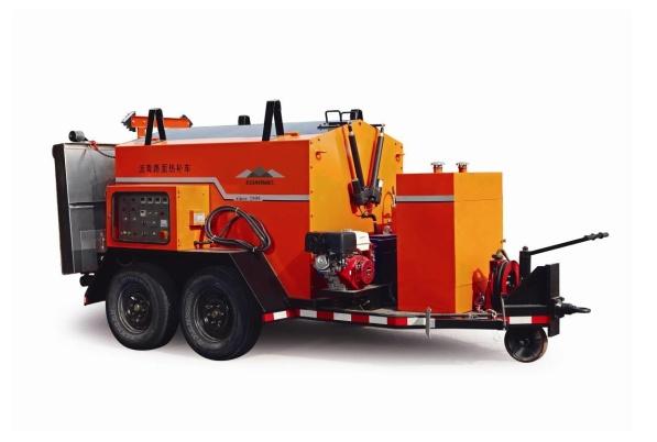 易山重工CLYB-1500II型沥青路面热补车综合养护车热再生养护车加热保温料箱