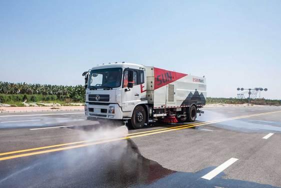 易山重工ESN5180TSL国六8吨18吨湿式扫路车(湿扫车、环卫扫路车、清扫车可租赁)