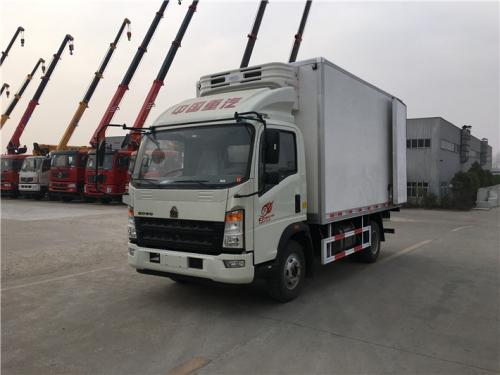 程力箱长4米重汽豪沃冷藏车