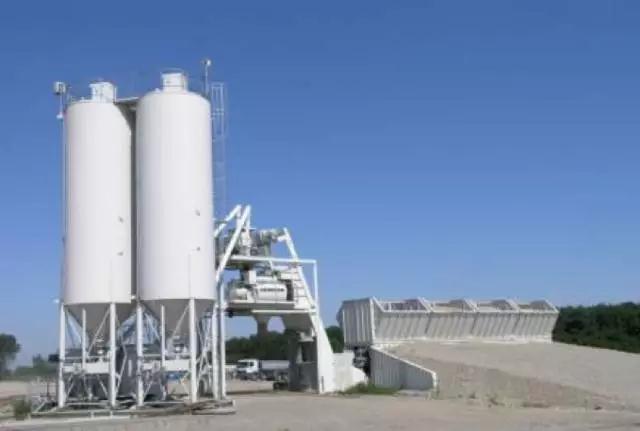 利勃海尔Mobilmix2.25超级移动混凝土搅拌站高清图 - 外观