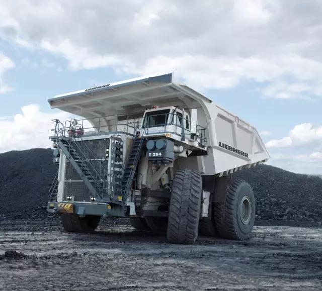 利勃海尔T284矿用卡车高清图 - 外观