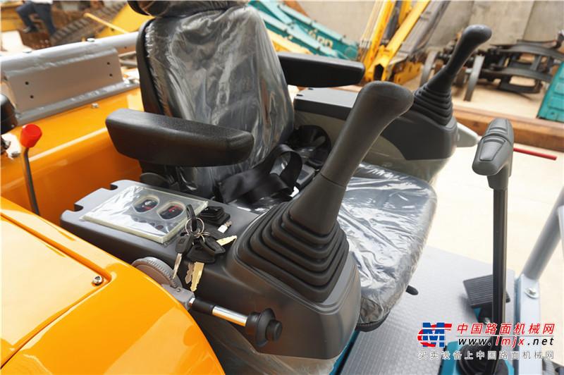 山沃机器SW25-8挖掘机高清图 - 外观