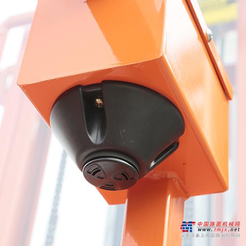 鼎力ZDYT3-3.7S自行走高空取料平臺高清圖 - 外觀
