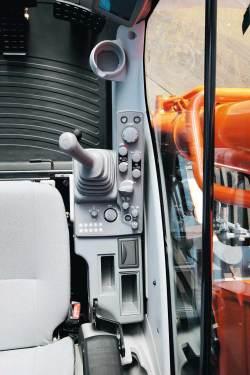 日立ZX360H-5A挖掘机高清图 - 驾驶室