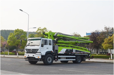 中联重科ZLJ5230THBTE两桥37米泵车