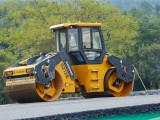 柳工CLG6212E双钢轮压路机高清图 - 施工场景图