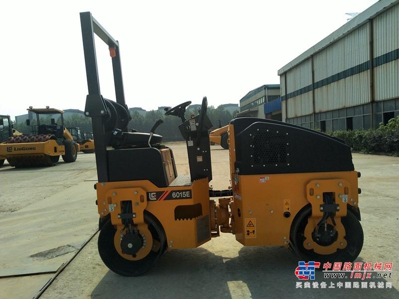 柳工6015E(双驱单振)双钢轮压路机高清图 - 外观