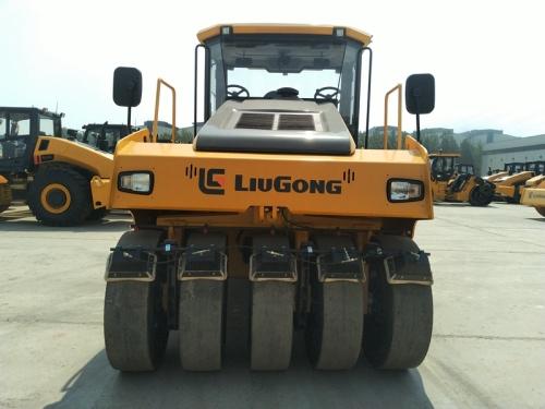 柳工CLG6526E轮胎压路机高清图 - 外观