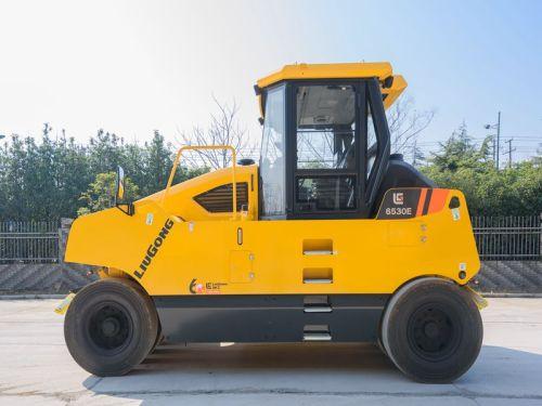 柳工6530E(9轮)轮胎压路机