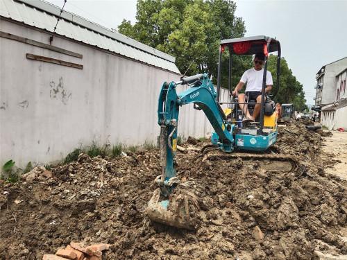 久保田U17-5小型挖掘机高清图 - 施工案例