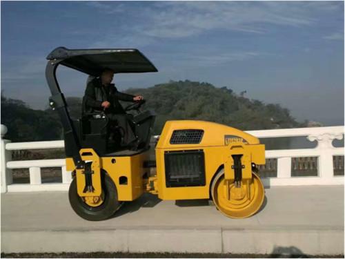 洛阳路通LTC203全液压双钢轮振动压路机高清图 - 施工案例