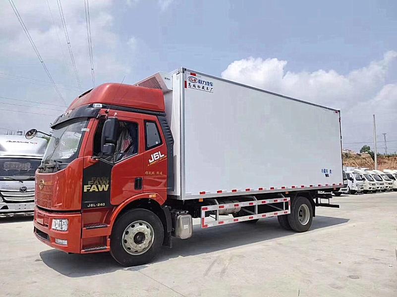 楚胜解放J6单桥6.8米冷藏车