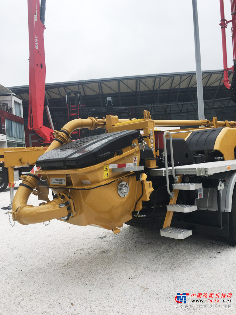 三一重工SYM5445THB 560C-8A泵车高清图 - 2020宝马展实拍