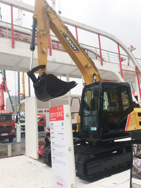 三一重工SY135C小型挖掘机高清图 - 2020宝马展实拍