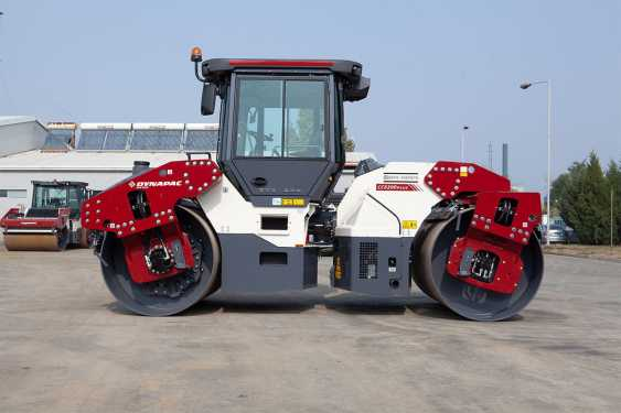 戴纳派克Dynapac CC6200双钢轮压路机高清图 - 外观
