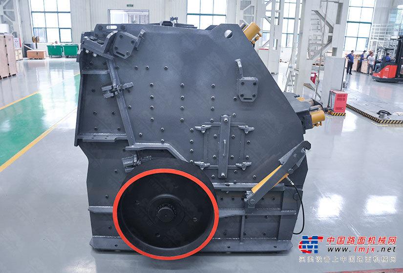 世联CI5X1315反击破碎机高清图 - 外观