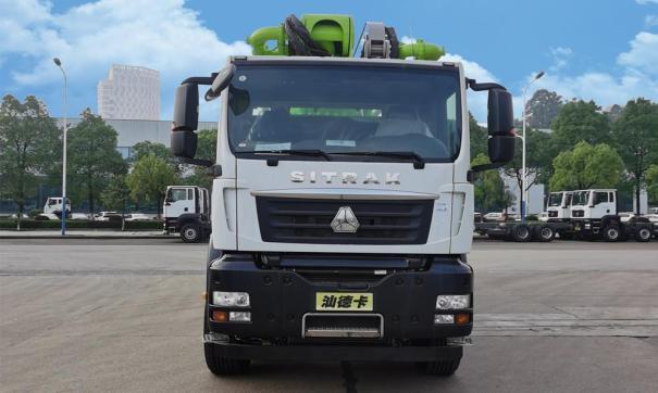 中联重科四桥56M重汽汕德卡国五再制造泵车高清图 - 外观