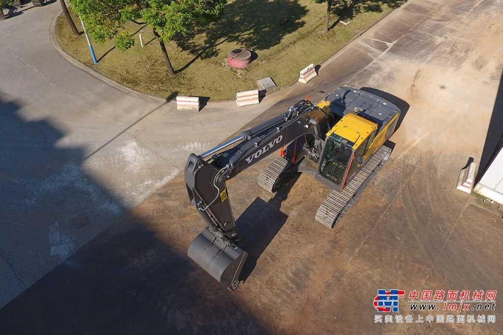 沃尔沃EC220荣耀系列 全新挖掘机高清图 - 外观