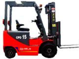 东方红CPD151.5吨电动平衡重式叉车