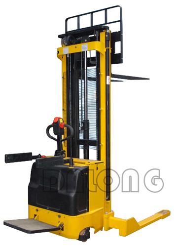 梅狮CDD1.2AK/1.5AK三级门架宽支腿全电动堆垛车
