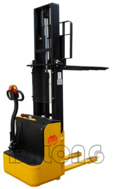 梅狮CDD1.2C/1.5C侧驾式全电动堆垛车