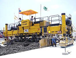 高马科GP-2600中型滑模摊铺机